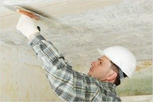 Как устранить трещину на потолке?