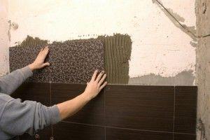 Укладання плитки на стіну