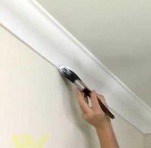 Як самостійно пофарбувати стельовий плінтус