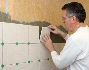 Как положить плитку на стену в ванной комнате?