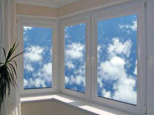 Чим краще засклити балкон