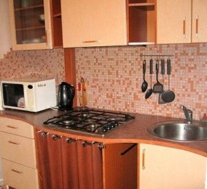Маскировка газовой трубы на кухне