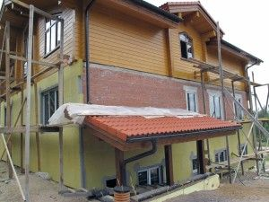 Как обновить минеральный фасад дома?