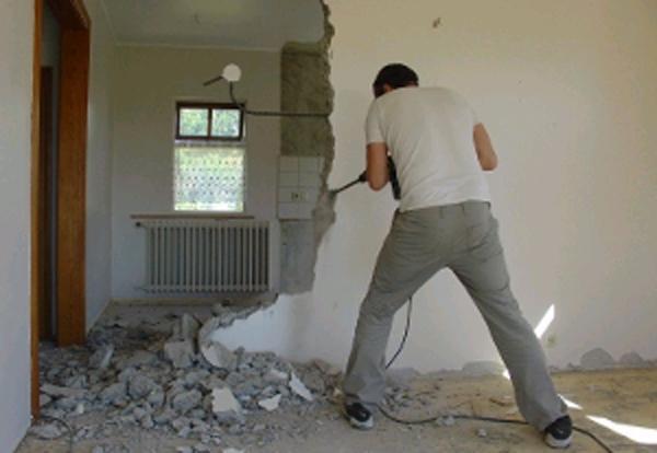 Демонтаж стен дома