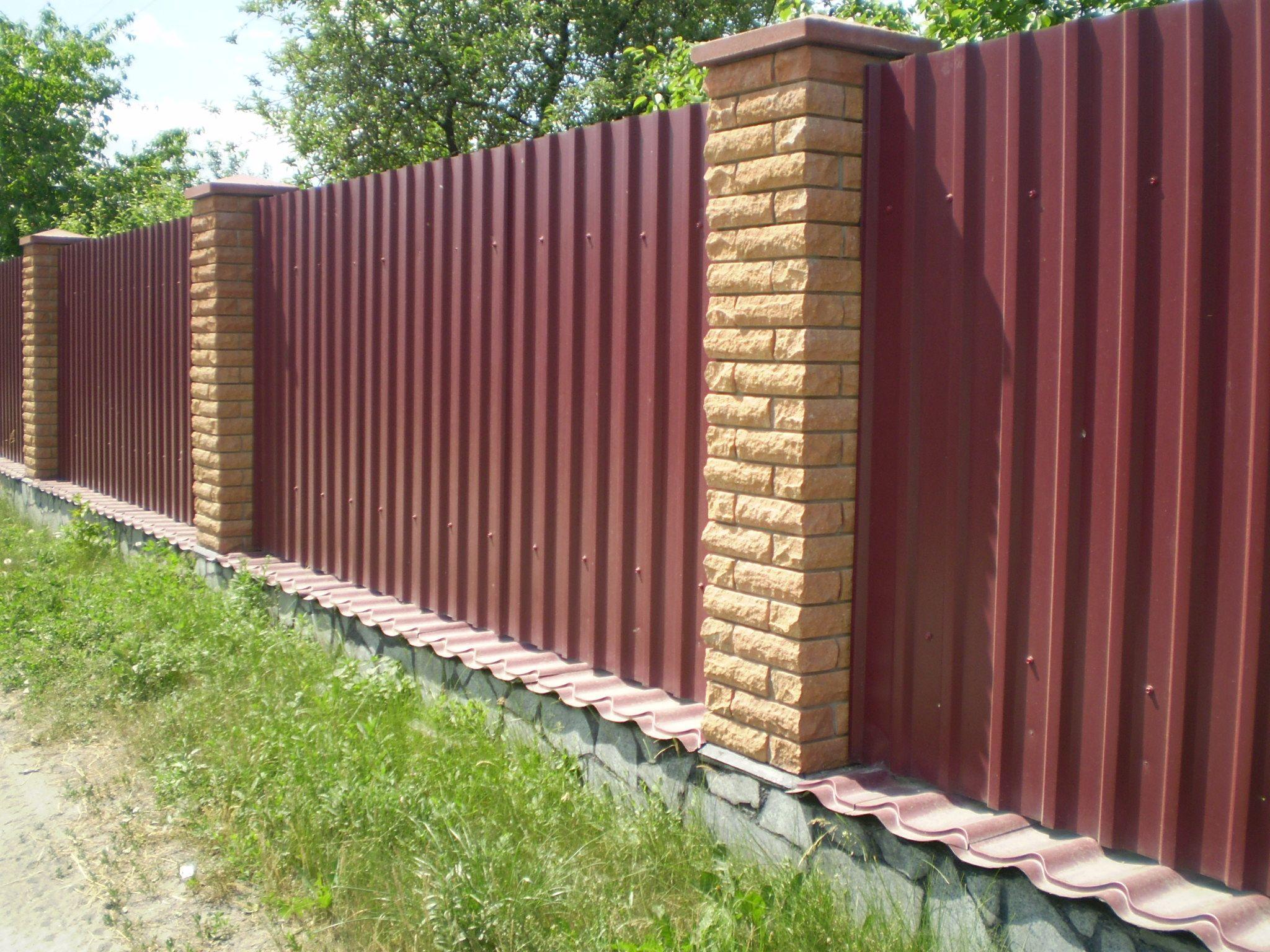 Забор из кирпича профлиста своими руками